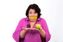 Selbstdisziplin beim Essen und Abnehmen steigern.